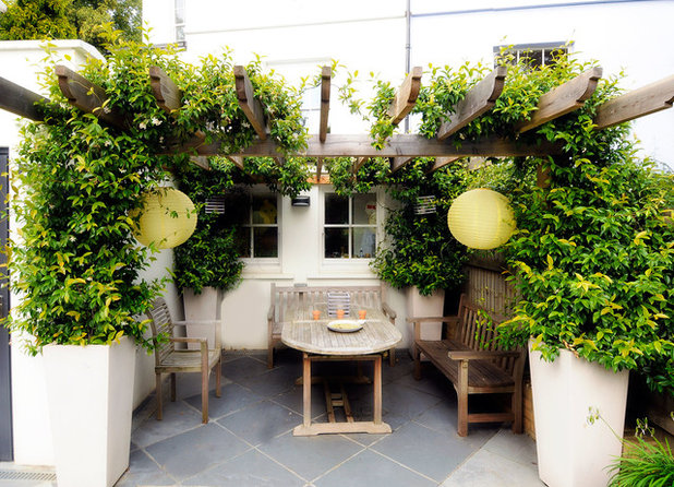 Rustic Patio by Kate Eyre Garden Design