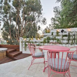 Idee per un grande patio o portico contemporaneo dietro casa con nessuna copertura e piastrelle