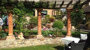 Gartengestaltung Mauer und Pergola