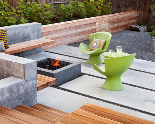 Back patio design ideas renovations photos with for Fire pit on concrete slab