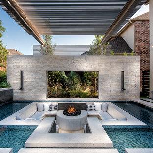 Foto di un grande patio o portico mediterraneo con pavimentazioni in cemento, fontane e un gazebo o capanno