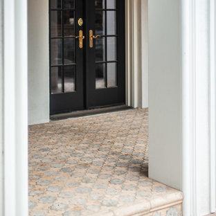 Свежая идея для дизайна: дворик среднего размера на боковом дворе в средиземноморском стиле с покрытием из плитки и навесом - отличное фото интерьера