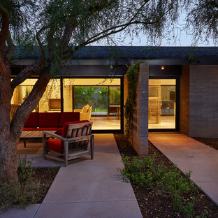 Minimalist courtyard concrete patio photo in Phoenix with no cover