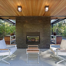 Modern Patio by Flavin Architects