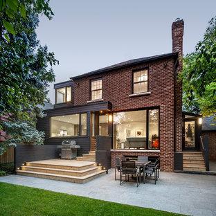 Idéer för att renovera en funkis uteplats på baksidan av huset, med granitkomposit