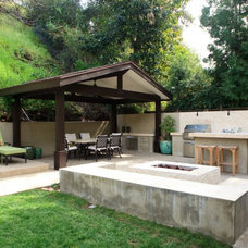 eclectic patio by Globus Builder