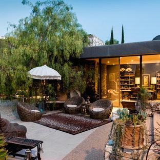 Idee per un grande patio o portico etnico dietro casa