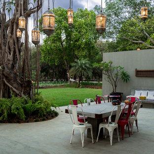 Esempio di un grande patio o portico bohémian dietro casa