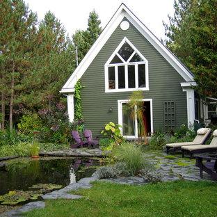 Idee per un patio o portico stile rurale di medie dimensioni e dietro casa con fontane, pavimentazioni in pietra naturale e nessuna copertura