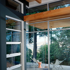 Modern Patio by Swatt | Miers Architects