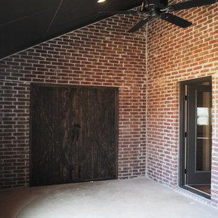 Esempio di un grande patio o portico boho chic dietro casa con lastre di cemento e un tetto a sbalzo