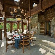 Traditional Patio by Ellis Nunn Architects