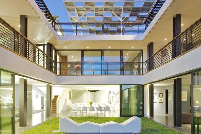 Modern Patio by NEW THEME Inc.