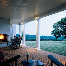 Farmhouse Patio by Ike Kligerman Barkley