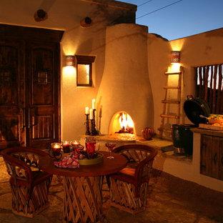 Ispirazione per un patio o portico stile americano nel cortile laterale con graniglia di granito e un gazebo o capanno