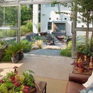 Ispirazione per un patio o portico industriale