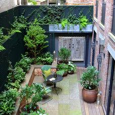Transitional Patio by Jeffrey Erb Landscape Design