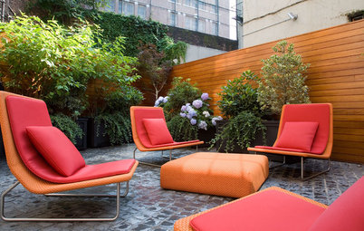 Screen Outdoor Furniture From the Sun