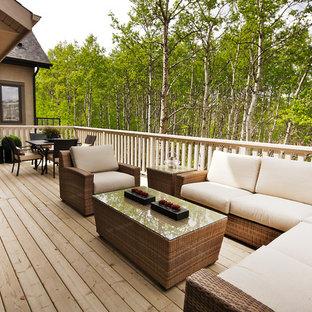 Foto di un patio o portico boho chic con pedane