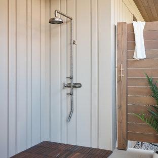Ispirazione per un ampio patio o portico design