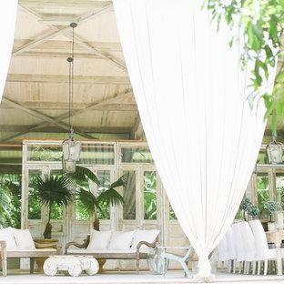 Ispirazione per un patio o portico shabby-chic style