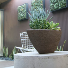 Modern Patio by mscape design