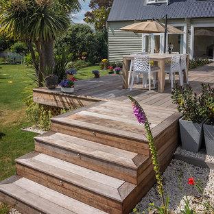 Esempio di un grande patio o portico stile americano in cortile con pedane e nessuna copertura