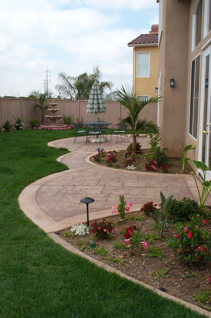 Traditional Patio by Tim George Landscape Construction