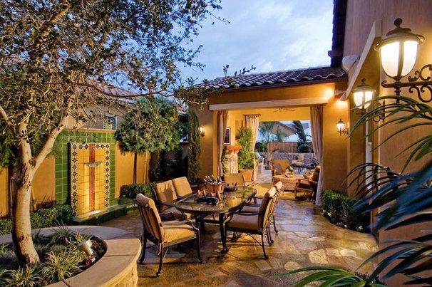 Mediterranean Patio by Broussard Associates Landscape Architects