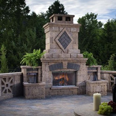 Traditional Patio by Chipper Hatter Architectural Photographer