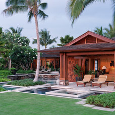 Tropical Patio by VITA Planning and Landscape Architecture