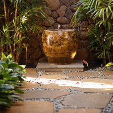 Tropical Patio by Chelsea Court Designs