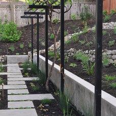 Contemporary Patio by Huettl Landscape Architecture