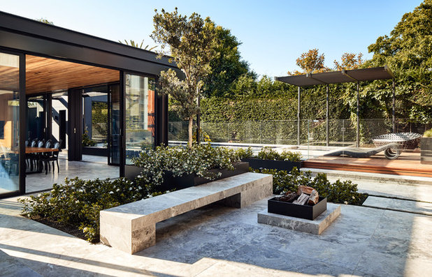 Contemporary Patio by STAR Architecture
