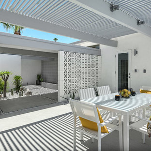 Photo of a midcentury courtyard patio in Los Angeles with a pergola.