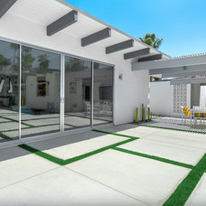 Midcentury Patio by H3K Design