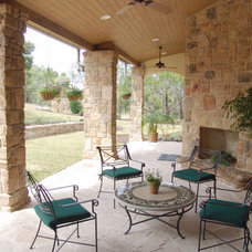 Traditional Patio by AUSTIN DESIGN GROUP