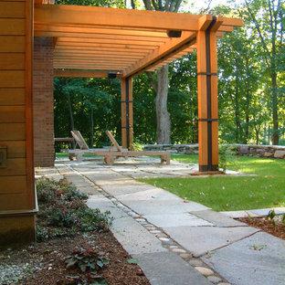 Foto de patio rural, de tamaño medio, en patio trasero, con pérgola y adoquines de hormigón