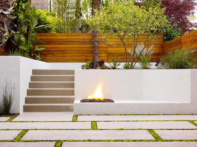 Contemporary Patio by Design Line Construction, Inc.