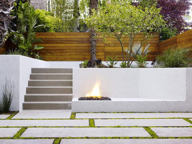 Modern Patio by John Maniscalco Architecture