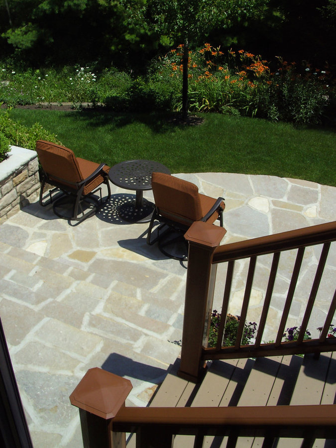Hilliard Hillside Patio