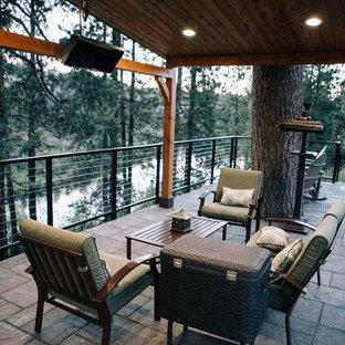 Idee per un grande patio o portico stile americano dietro casa con pavimentazioni in pietra naturale e un gazebo o capanno