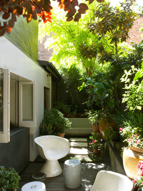 Tiny courtyard houzz for Very small courtyard ideas