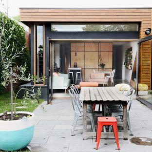 Imagen de patio contemporáneo, de tamaño medio, sin cubierta, en patio trasero