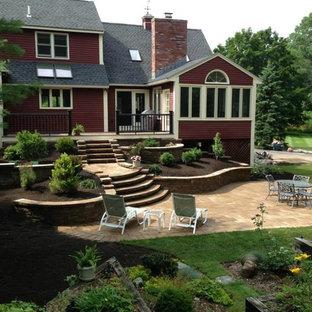 Modelo de patio actual, de tamaño medio, con huerto y adoquines de hormigón