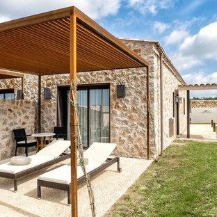 Modelo de patio mediterráneo con pérgola