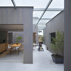 Contemporary Patio House in Buzen