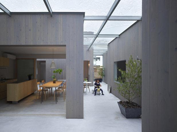 Contemporary Patio House in Buzen