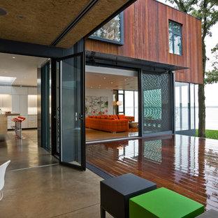 Immagine di un patio o portico design con pedane e nessuna copertura
