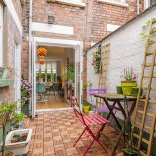 Esempio di un patio o portico bohémian in cortile con un giardino in vaso e nessuna copertura